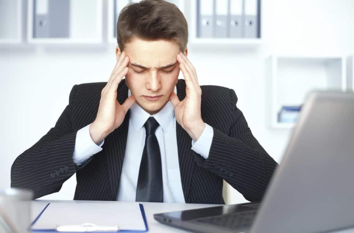 uomo affari triste aumento fatturato vendite clienti smartup agenzia pordenone